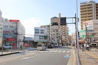 上田町交差点を南下