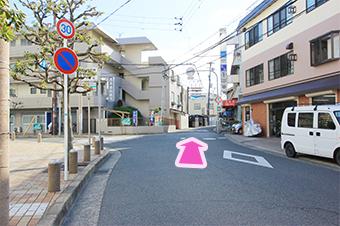 分岐を直進し、上田町商店街へ